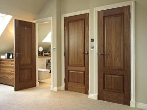 Двери из цельной породы дерева